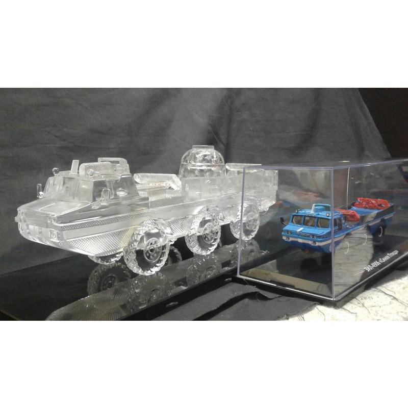 Модель автомобиля ЗИЛ из стекла