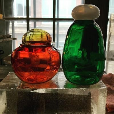 Образцы баночек для одной из наших заказчиц☺️ #милота #мимими #цветноестекло #разноцветноестекло#баночки#баночкиназаказ#стекло#стеклоизделия #выдувкастекла#glass#glassblowing #glassblower #glassartwork #glassarts #стеклодувнаямастерская #стеклодувнаямастерскаямосква #стекляннаяпосуда #посуданазаказ
