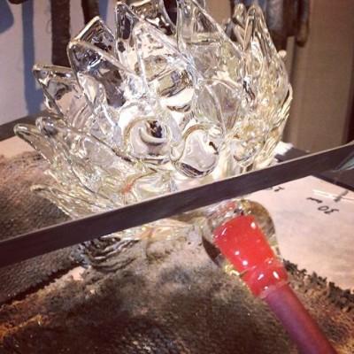 Пилим артишоки😬😉 #glass #glassblowing #glassworks #glassart #artglass #стеклодувы#плафоныназаказ#стеклодувмосква#освещениеназаказ #дизайнеру#архитектор#светильники #стеклоручнойработы #glassblower#стекло#стеклоназаказ#выдуваниестекла#сделатьплафон#артишок#артишокизстекла#стеклянныйартишок