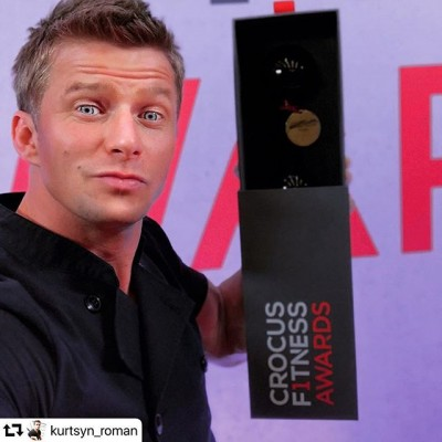 Наши ✨ стеклянные гантели-призы💪 на вручении премии #crocusfitnessawards our glass #dumbbells at the award ceremony 🏆@kurtsyn_roman #премия #подарок #награда #гантели #фитнес #fitness #стекло #crocusfitness #crocus #present #handmade #glasses#glassblower #glassblowing #glass #glassartists #
