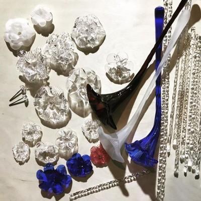 Венецианские Зеркала -  стоили столь дорого, что для их покупки французские аристократы продавали целые имения🏛... элементы классического Венецианского Зеркала. Реставрационные работы. #можемвсе #стеклобезграниц #реставрация#венецианскиезеркала #реставрациястекла #реставрация#реставрационныеработы#реставратор#антиквариат#антиквар#антикварноестекло#зерркала#элементызеркал#зеркаланазаказ#зеркаланазаказмосква#handmade #стеклодувы#стклодувмосква#ремонтстекла#ремонтзеркал