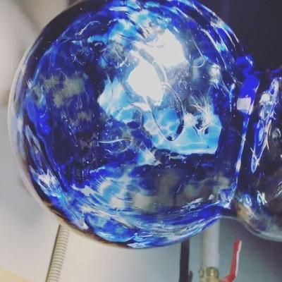 Плафоны с крошкой из цветного стекла 💙💚🧡💗 #glassblowing #стеклодув #стеклодувнаямастерская #муранскоестекло #glass #муранскоестеклокупить #плафоныдлясветильников #плафоныдлялюстр #плафоны #освещениеназаказ#светназаказ #светназаказмосква #проэктосвещения #освещениеназаказ#выдуваниестекла#firstglassm #стеклоназаказ #glassworks #glassblowingworkshop #hotglass#стеклянныешары#стеклянныйшар#цветноестекло