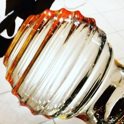 Вот такой необычной формы плафоны дуем. #трудовыебудни#стеклодувнаямастерская #стеклодувнаямастерскаямосква #выдуваниестекла#светильникиназаказ#плафоныназаказ#ремонтстекла#ремонтплафонов#освещениеназаказ#люстраназаказ#выдуваниестекла#бра#браназаказ#архитектор#строительство#реставрациястекла#реставрация