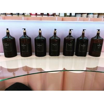 Бутыли для масел выдутые специально для салона красоты @glossyandgo на Поварской. #бутылка#бутылканазаказ#изготовлениебутылок#формабутылки #необычныебутылки#большаябутылка#выдуваниебутылок#сделатьбутылку#glass #glassblowing #glassblower #bottle #glassbottle #custombottle#стеклодувнаямастерская #стеклодув#стеклодувмосква#бутыли