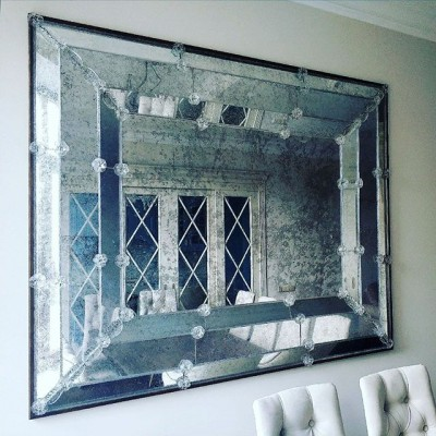 Вместе с зеркальной мастерской закончили венецианское зеркало размерами 180-150. #венецианскиезеркала#состаренноезеркало #зеркала#староезеркало#элементыизстекла#стеклянныеэлементы#элементыдлязеркал#зеркаланазаказ#стеклодувы#стеклодув#стеклодувы #стеклодувмосква#венецианскоезеркало