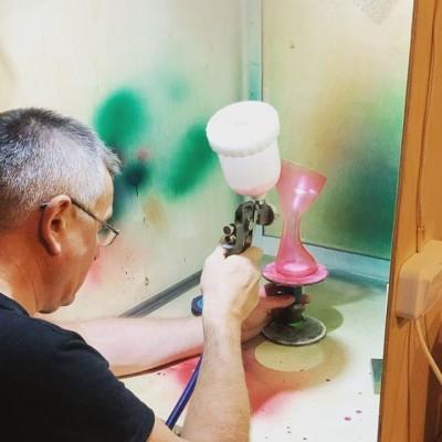 Яркие🌈🙈😁 элементы декора в ресторан. #крашенноестекло #цветноестекло#покраскастекла#вазы#выдувноестекло#стеклоназаказ#высокотемпературнаякраска #вазыназаказ#выдуваниестекла#стеклодувы#стеклодувмосква#coloredglass#paintedglass#paintforglass##краскадлястекла