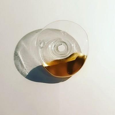 Помогли @mstrsk_bureau  в создании необычной настенной вазы. #необычнаяваза#вазаназаказ#выдутьвазу#оригинальнаяваза#vase #glassblowingvase #handmadevase#настеннаяваза#большаяваза #glass#handmadeglass#золочение #glassart #glassartwork #изделияизстекланазаказ#сделатьвазу#изготовитьвазу